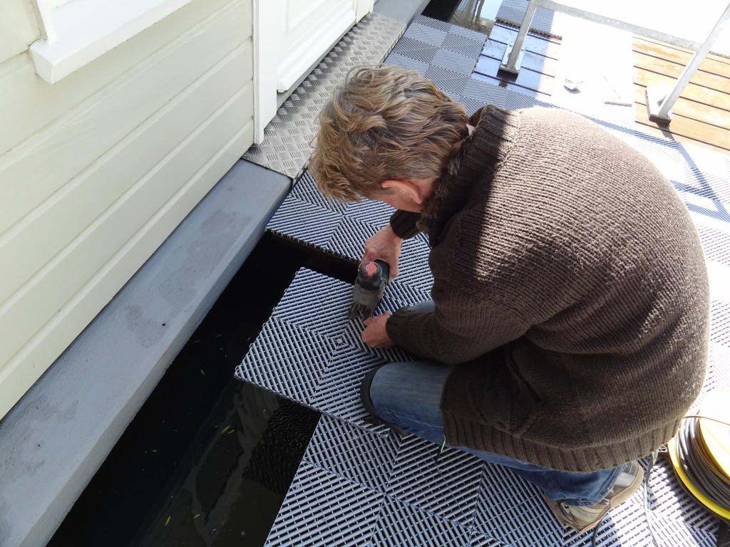 Decoupeerzaag Voor Tegels : Ribdeck tegels op maat maken galerijvloer renovatie